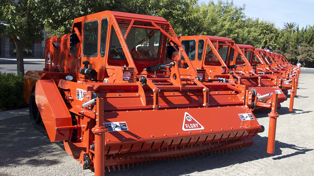 WS910 Self Propelled Brush Shredder